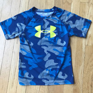Boys size 6 Under Armour Short Sleeve Shirt